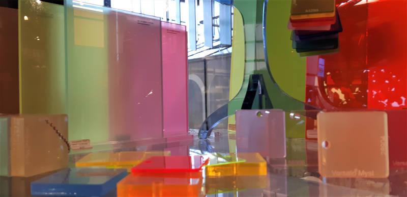 Stalen bij Broeinest in Amsterdam van plastic materialen voor interieur
