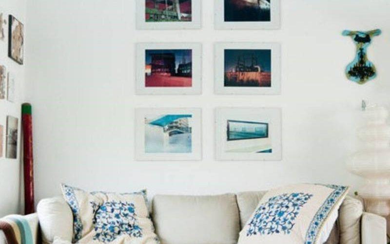 woonkamer, airbnb Londen, bank met kussens, persoonlijk interieur, interieurstyling, airbnb