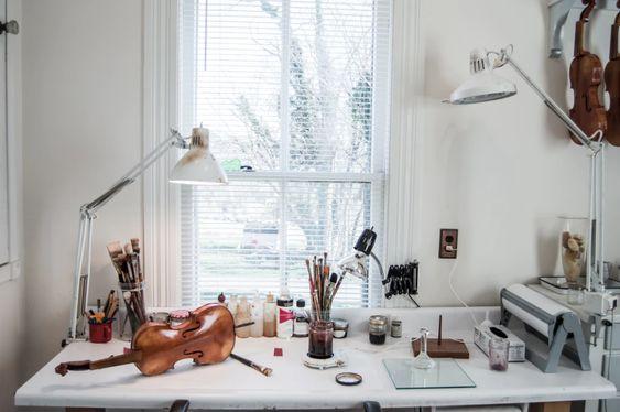 bureau met persoonlijke objecten