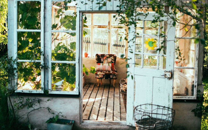 Tuinkantoor, werkplek in tuinhuis
