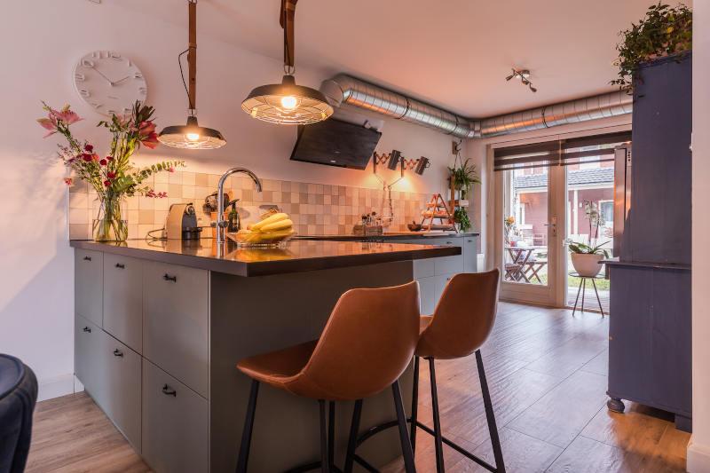 Interieurontwerp, nieuwe keuken, woonkeuken, met bar, open keuken