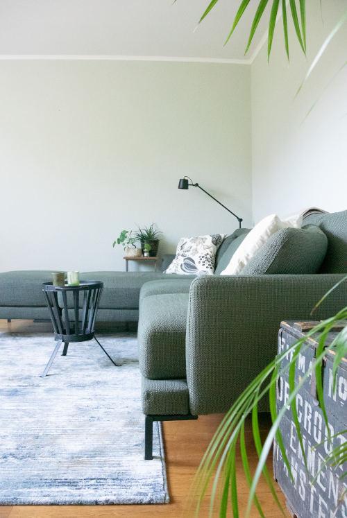 Bank, vloerkleed, groen, groen wonen, planten in huis, interieur, flitsadvies