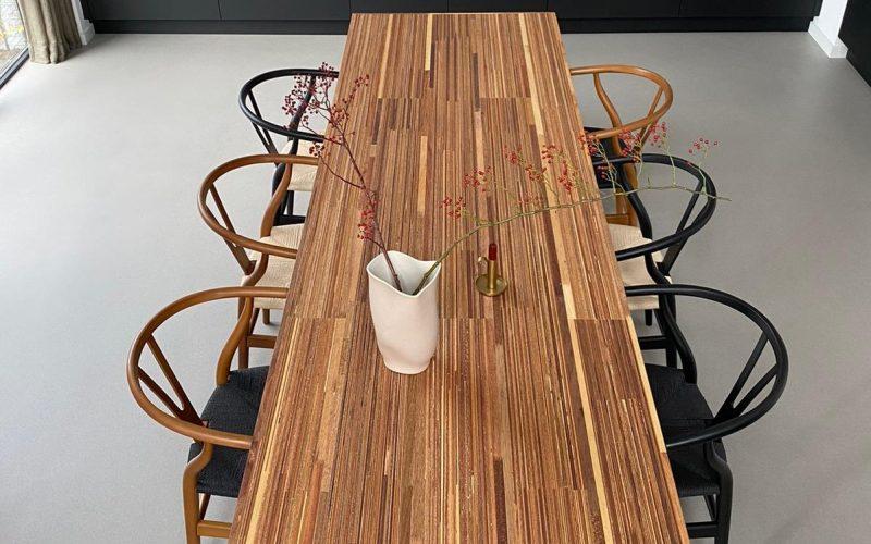 Handgemaakte tafel van I Am recycled, resthout