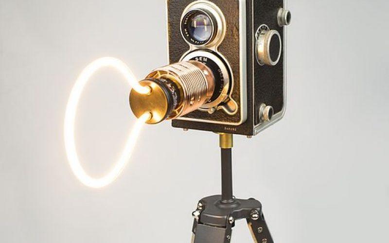 Lamp gemaakt van tweedehands materialen, reuse reduce recycle